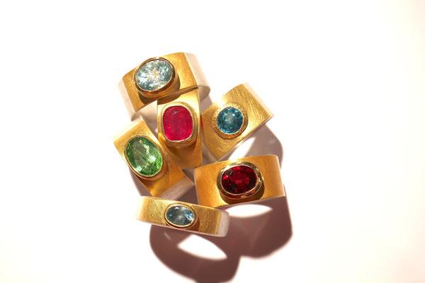Ringe aus Silber und Gold mit verschiedenen Edelsteinen von Judith Kammermeier