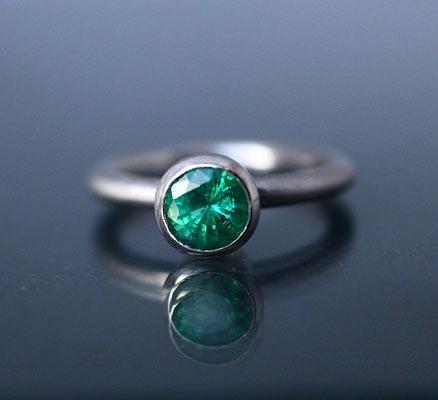Verlobungsring Platin Smaragd