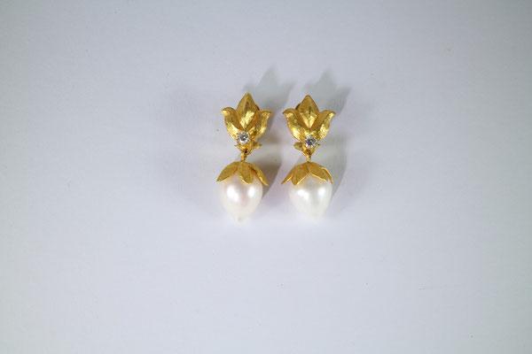 Ohrschmuck, 900 Gold, Süßwasserzuchtperlen, Brillanten von Traudl Kammermeier
