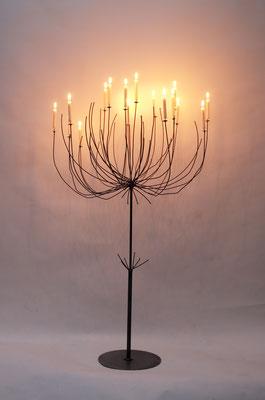 Kerzenleuchter 'Pusteblume' aus Eisen von Traudl Kammermeier. Auf Anfrage.