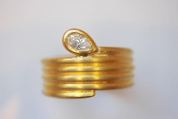 Schlangenring mit Diamant