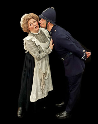 """Alex Avenell als """"Mrs. Brill"""" in MARY POPPINS 2019 © Alex Avenell"""