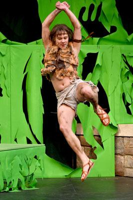 """Lukas Schwedeck als """"Mowgli"""" in DAS DSCHUNGELBUCH - Foto © Eugen Sommer"""