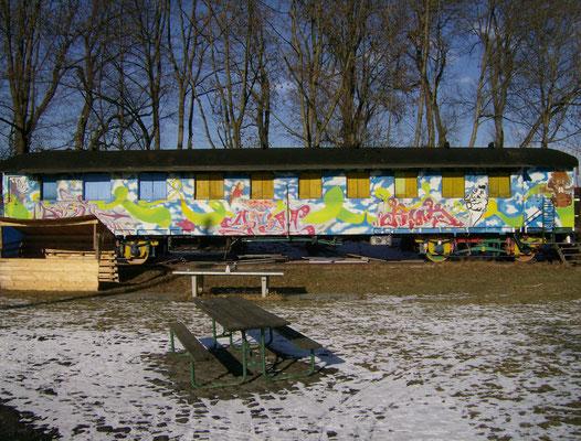 Historisches Zugabteil; Abenteurspielplatz Hammerschmiede; Gestaltung: MOG, POIS, AIM