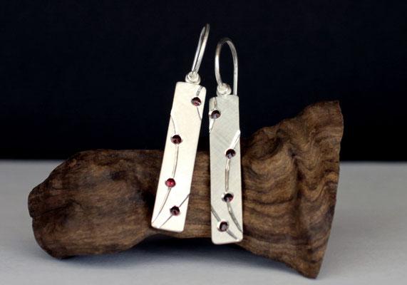 Ohrhänger; 925/_ Silber, rote Grante