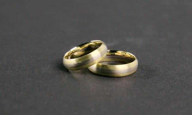 Trauringe; 585/_ Gelbgold und 585/_ Weißgold