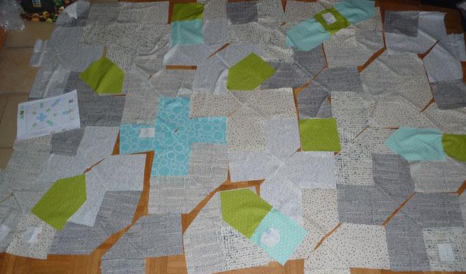 Der PLUS Quilt ist schon teilweise zusammengenäht. Die Y-Nähte waren gar nicht so schlimm.