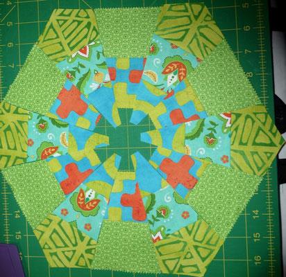 Aus dem 3er und 2er Streifenset kann man dieses Hexagon mischen,
