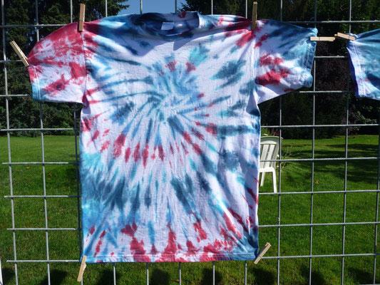 Bei dem T-Shirt war zu viel weiß dran, ich habe es noch mal gefärbt....