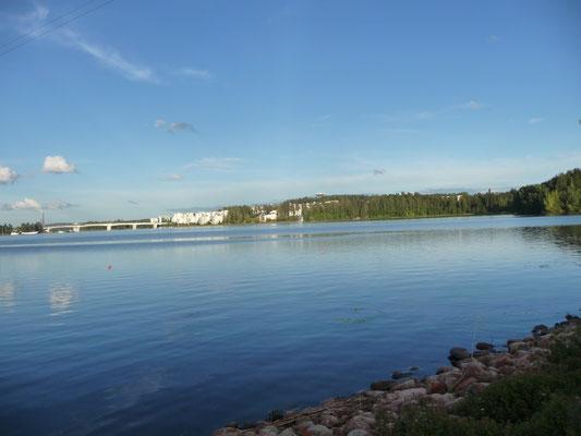 Ein anderer Weg zum Hotel: direkt am See entlang.