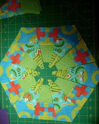 und auch noch dieses. Für 24 Hexagons habe ich schon Segmente geschnippelt, und für 28 muss ich noch. Uff.