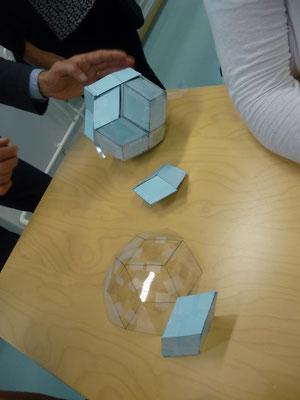 nächster Workshop: ein 20teiliges Rhombentriakontaeder Puzzel wird gebastelt