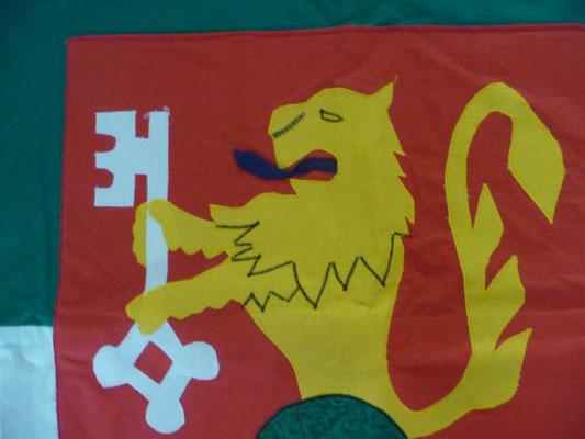 Der Löwe hat eigentlich eine blaue Zunge. Leider musste der Fahnenmast einer Wetterstation weichen.
