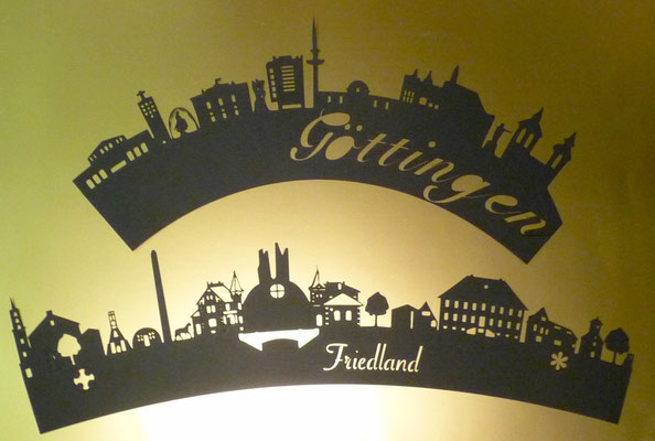 Die Skyline von Friedland und Göttingen als Bogen.