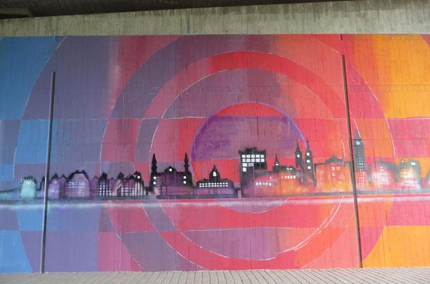 Das Graffiti gefällt mir sehr gut. Die SchülerInnen der CFG Oberschule im Nachbarort haben die Friedländer Autobahnbrücke verschönert. Es war eine Projektwoche.