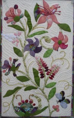 Kleiner Blumenquilt von Doris. Soll als Farbvorschlag für den Blumenquilt für die Verlosung gedacht sein.