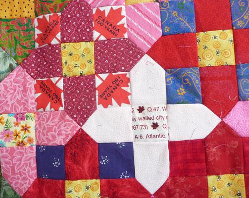 Quilt Pleasure heißt der Laden. Detail. Plus Quilt Canada 150 bunt aus vielen Scraps.