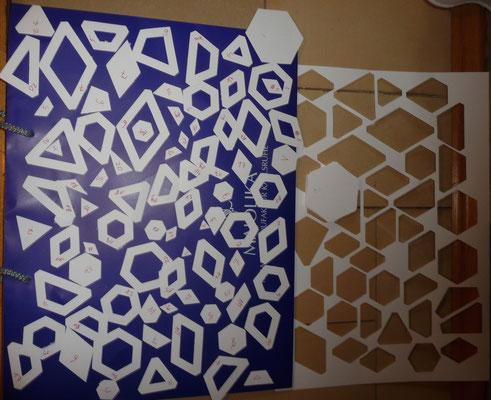 Schablonen für den Stoffzuschnitt der ersten 20 Hexagon passen auf ein A3 Blatt. (=Pappe, die zu dick ist für den Drucker).