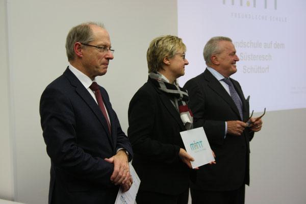 """Dr. Jochen Wilkens, Hauptgeschäftsführer des Arbeitgeberverbandes ChemieNord e.V.; Frauke Heiligenstadt; Thomas Sattelberger, Vorsitzender der BDA/BDI-Initiative """"MINT Zukunft schaffen"""""""