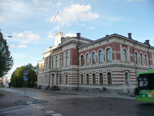 Das Rathaus macht um 20 Uhr immer Lärm. Die Nationalhymne???