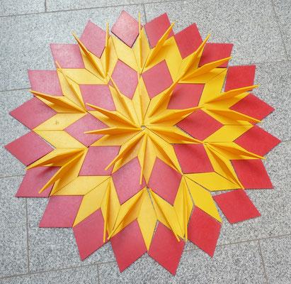 Ein Penrose Muster von meinen SchülerInnen gelegt.