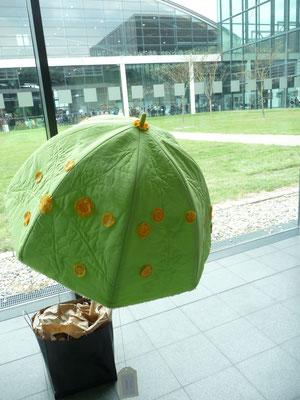 Die Karlsruher Patchworkgruppe hat dieses Jahr Regenschirme gebastelt.