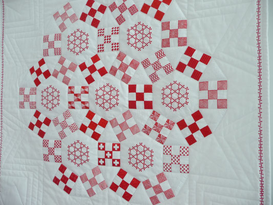 Ein Jack's Chain Quilt auf der Nadelwelt. Zauberhafte Stickereien! Das Muster heißt auch Ring Circles.