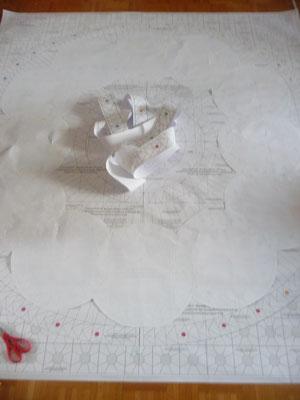Die Schlenker liegen jetzt spiegelverkehrt auf dem Plan, der Schlangenhaufen in der Mitte ist die Elypse ganz außen.