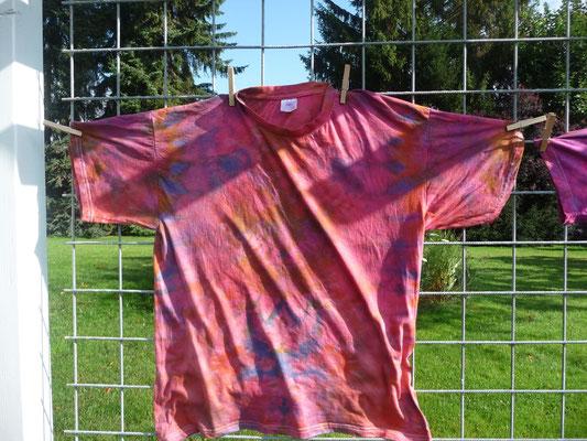 Die T-Shirts von oben sind umgefärbt.