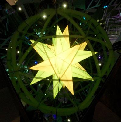 Eine Spiegel + Licht Installation in der Phaeno in Wolfsburg, da haben wir unseren Ideenfang Preis eingelöst.