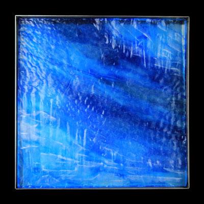 Eishöhle II, formgegossenes Glas, Metallrahmen, 45 x 45 x 4 cm