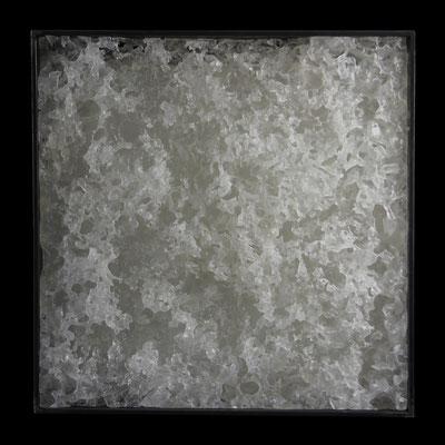 Tauwetter, formgeschmolzenes Glas, Metallrahmen, 45 x 45 x 6 cm