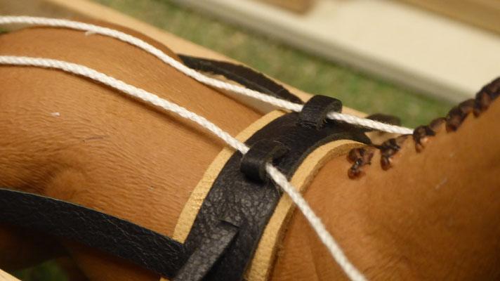 Realistisches, deteilgetreues Pferdegeschirr und Zaumzeug im Maßstab von Schleich