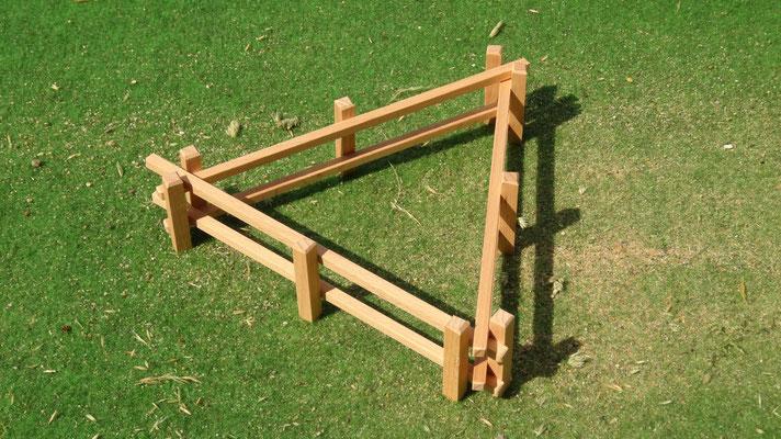 Variabel zusammensteckbar. Das Holzzaun Set für Modell Pferde- Im Maßstab von Schleichpferden