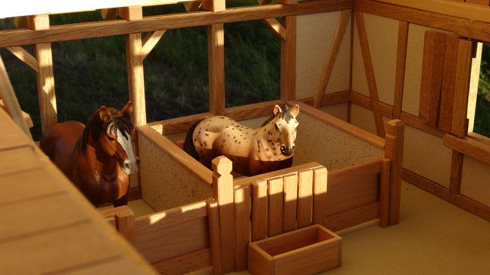 Futtertröge und Heuraufen aus Holz- Pferdestall für Schleich