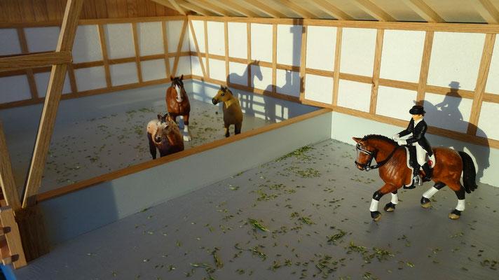 Viel Platz für Pferd und Reiter- Im Maßstab von Bruder und Schleich