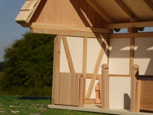 Maßstab von Schleich Holz Stall