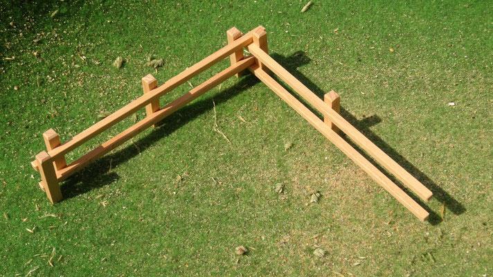 Aus einheimischen Buchenholz gefertigt. Das Holzzaun Set für Modell Pferde- Im Maßstab von Schleichpferden