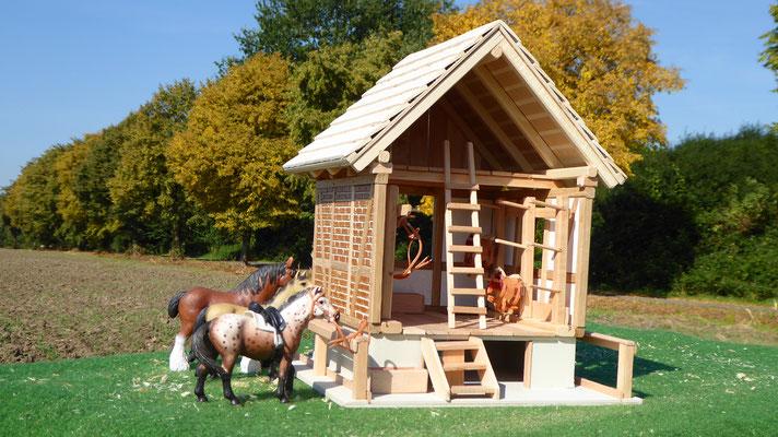 Sattelkammer im Maßstab für Schleich Pferde