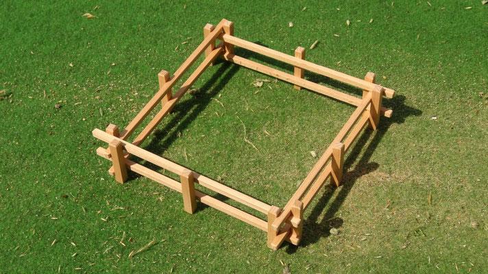 Beliebig erweiterbar. Das Holzzaun Set für Modell Pferde- Im Maßstab von Schleichpferden