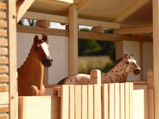 Pferdeboxen aus Holz für Schleich