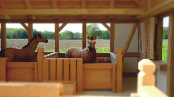 Viel Platz für Ihre Schleich Pferde- Pferdestall für Schleich