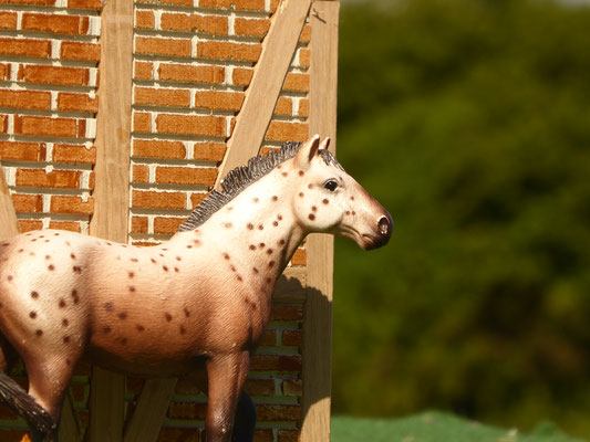 Pferde Remise aus Holz im Maßstab von Schleich, Bullyland, Collecta