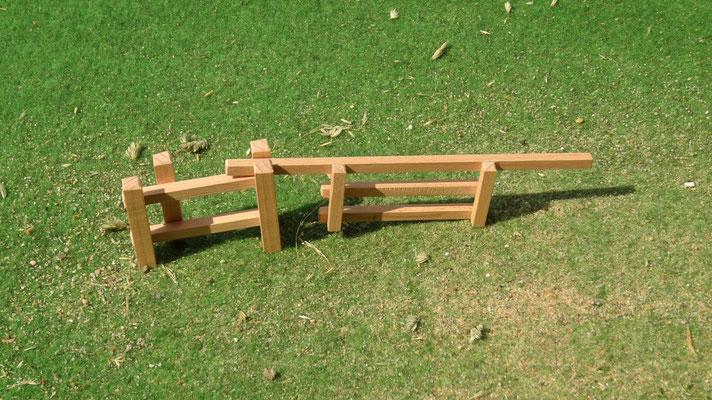 Mit herausnehmbaren Tor. Das Holzzaun Set für Modell Pferde- Im Maßstab von Schleichpferden