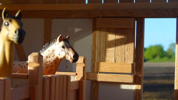 Bewegliche Fenster und Türen- Pferdestall für Schleich