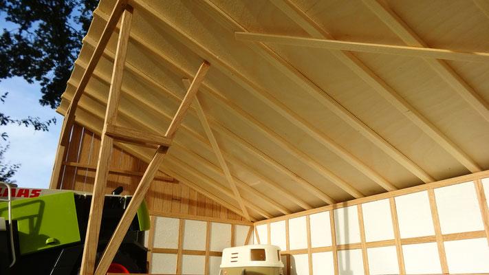 Dachkonstruktion des Unterstands- Im Maßstab von Bruder und Schleich