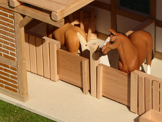 Pferdeboxen aus Holz für Schleich Pferde