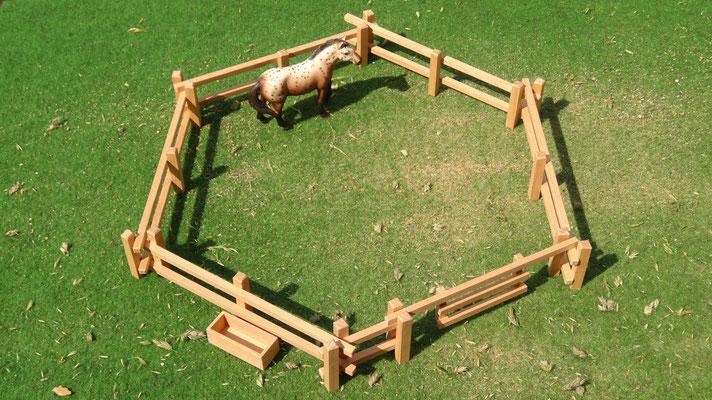 Das Basis Holzzaun Set- Im Maßstab von Schleichpferden