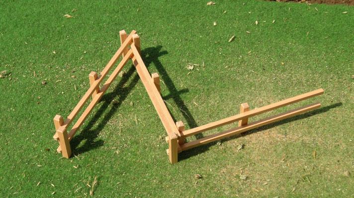Viele verschiedene Gehegeformen sind möglich. Das Holzzaun Set für Modell Pferde- Im Maßstab von Schleichpferden
