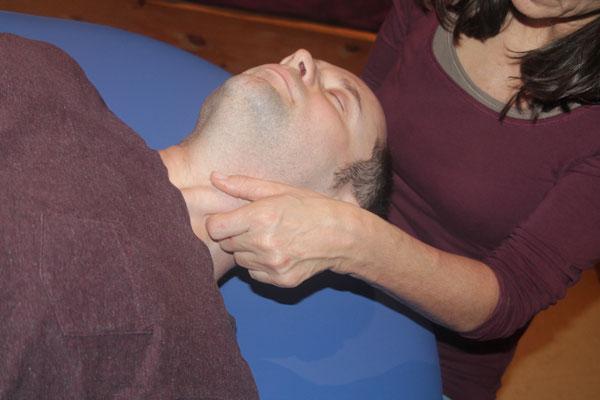 Angela Köstel Hegeler setzt auf manuslle Stimmtherapie und Cranio Sacrale Behandlungen